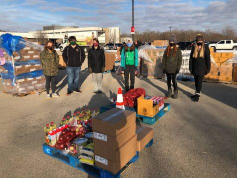 25 Celtics assist Northern Illinois Food Bank